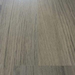 foto van laminaat vloer nadat het is gerepareerd